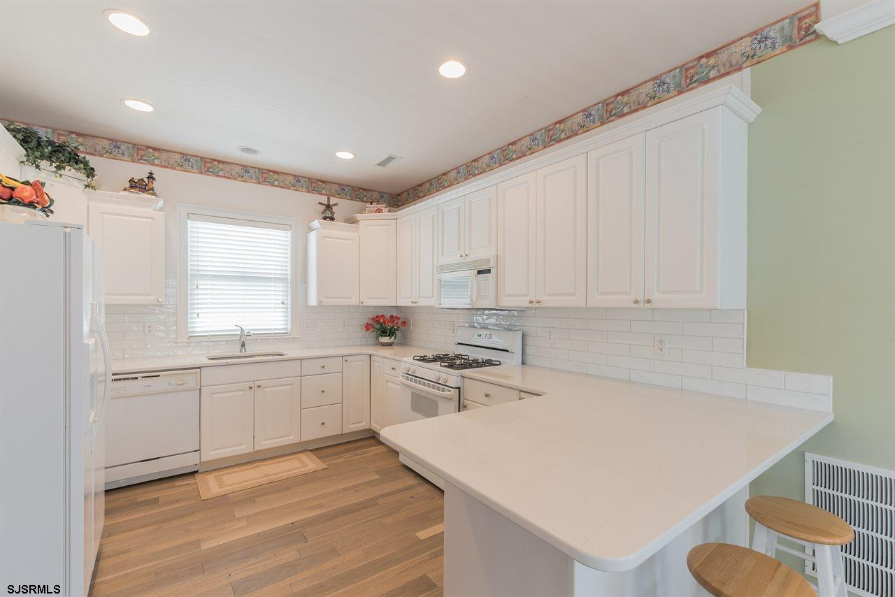 3025 Bay - Picture 15