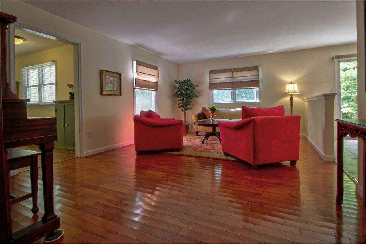 14 Cheshire Dr - Picture 2
