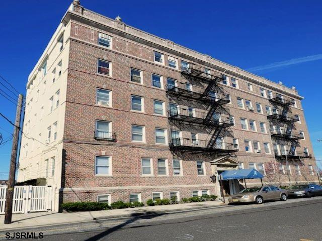 One bedroom apartment near Stockton University with great park views only block away form the ocean