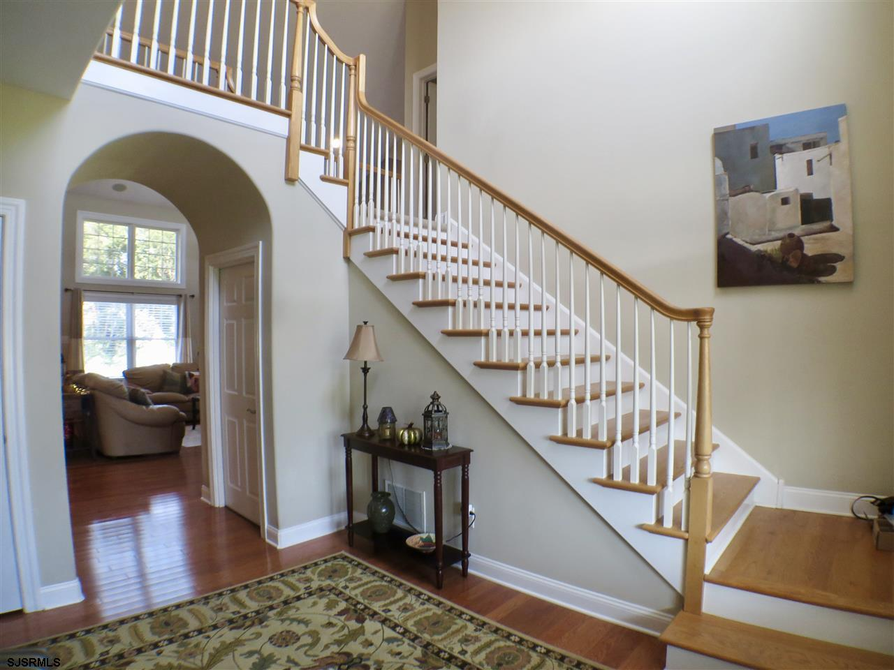 22 Queen Anne Ct - Picture 3