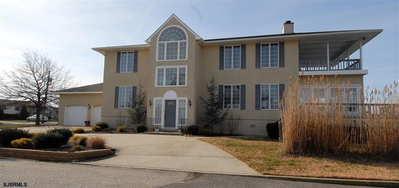 936 N Shore Dr - Picture 2
