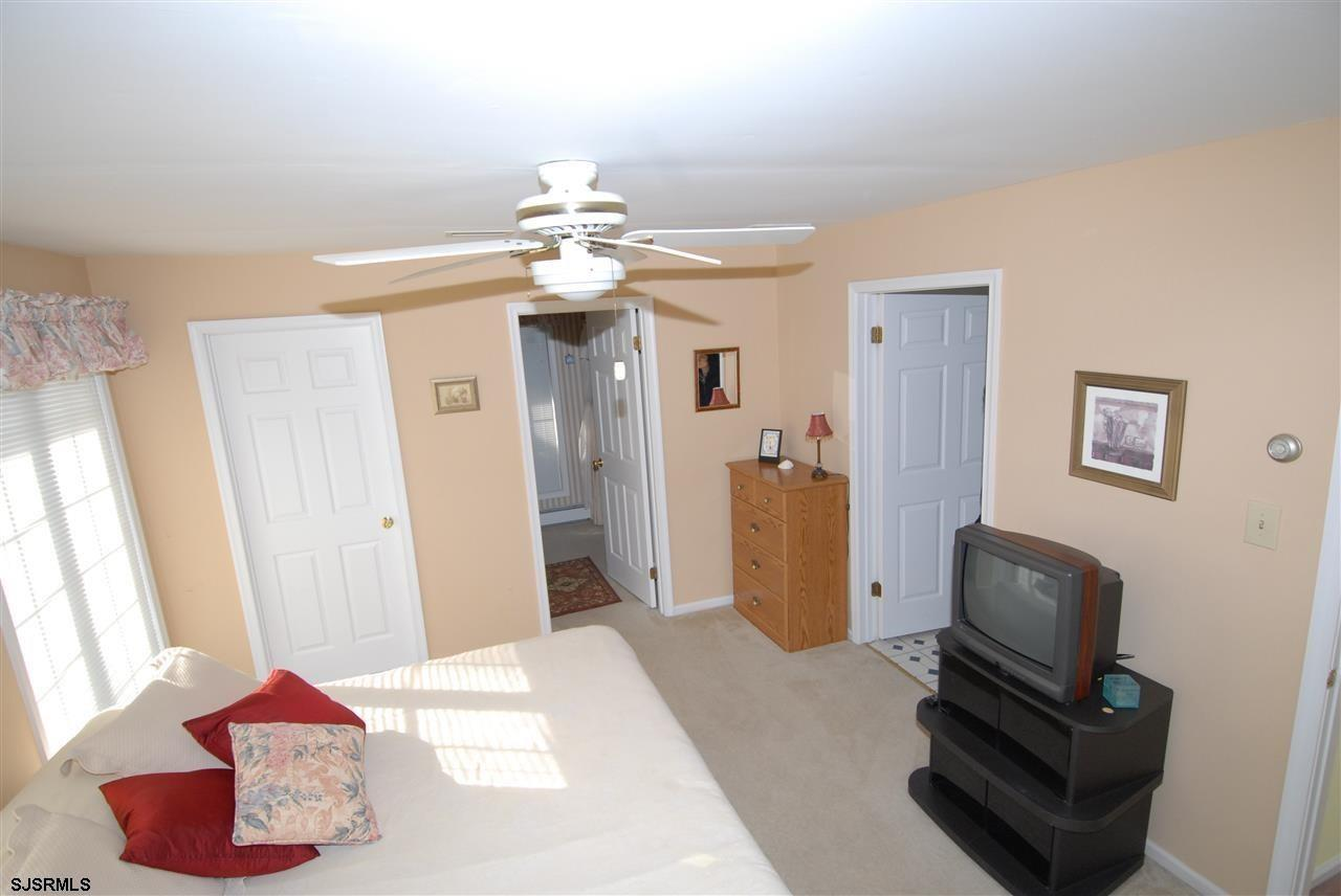 936 N Shore Dr - Picture 16