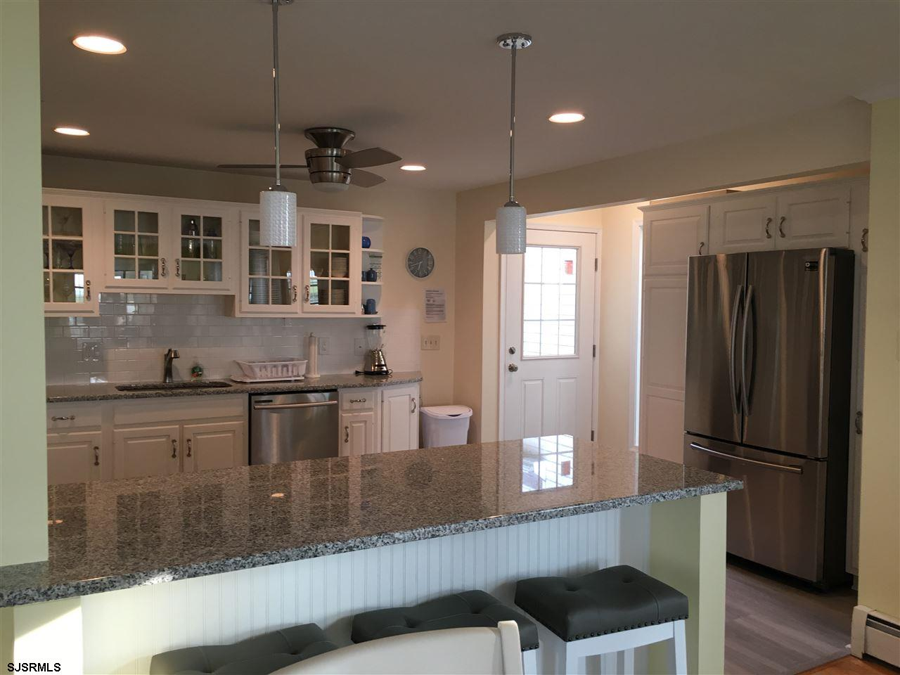 936 N Shore Dr - Picture 5
