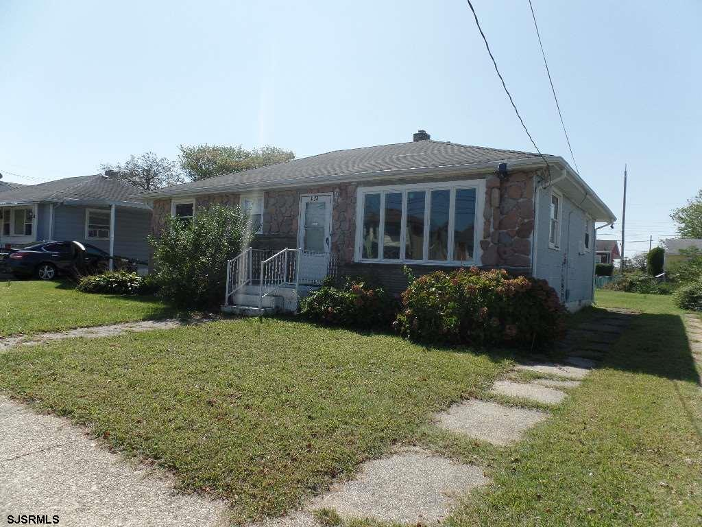 SPACIOUS, Ranch with, 3 Bedroom/1 Full BA/1 Half BA in a Central Location of Atlantic City, with a l