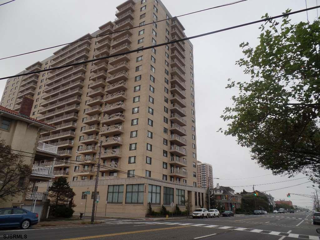 SPACIOUSstudio in the luxurious 5000 Boardwalk Condominiums. This large studio with 2 murphy beds (