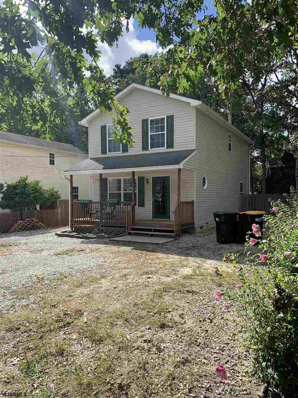 BEAUTIFUL HOME IN EXCELLENT CONDITIONS. HOME FEATURES 3BR 2-1/2BA, CENTRAL AIR GAS HEAT,FRONT PORCH,