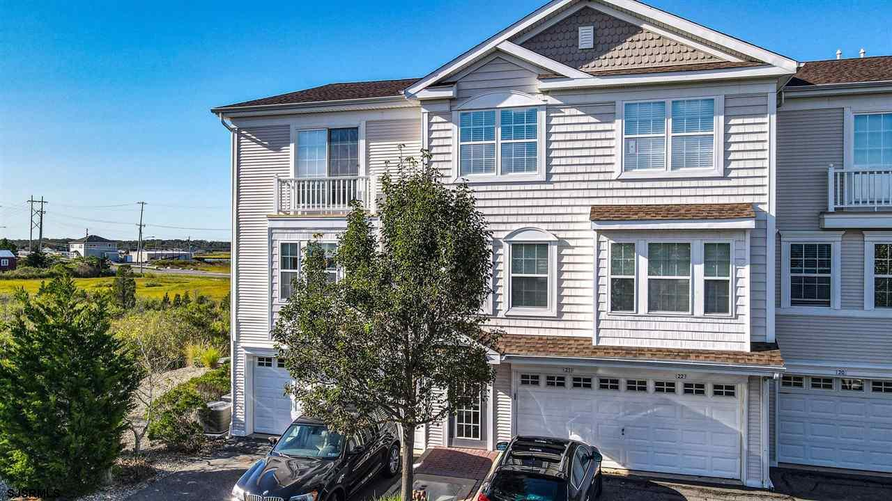 This immaculate Bayside condominium offers 3 bedroom, 3 bathrooms, a spacious floor plan, a large de