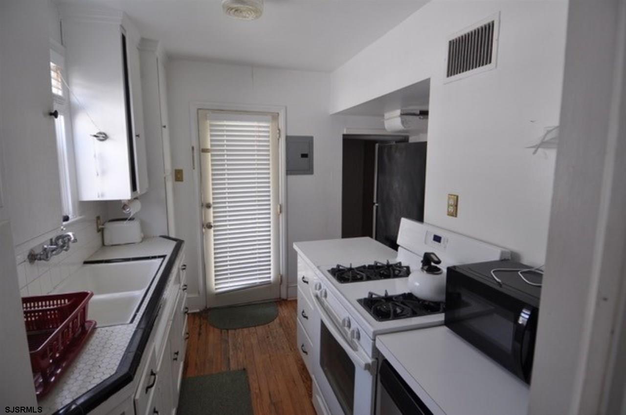 2700 Oberon Avenue - Picture 4
