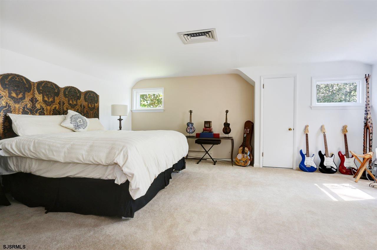 225 W Seaview Avenue - Picture 17