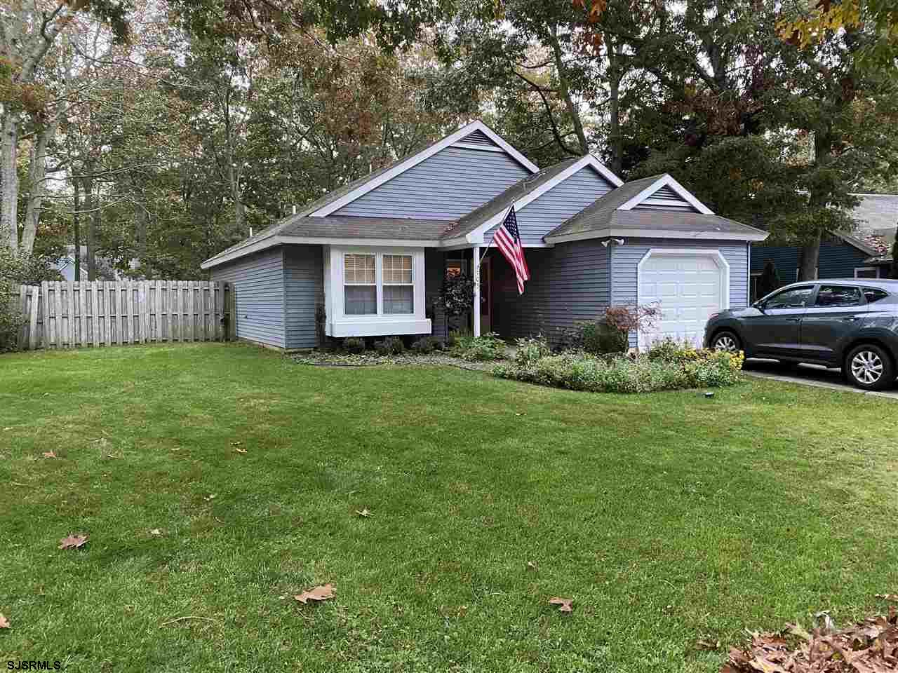 Absolutely perfect 1st Home has 3 bedrooms, 2 full baths, hardwood throughout, s/s appliances, Flori