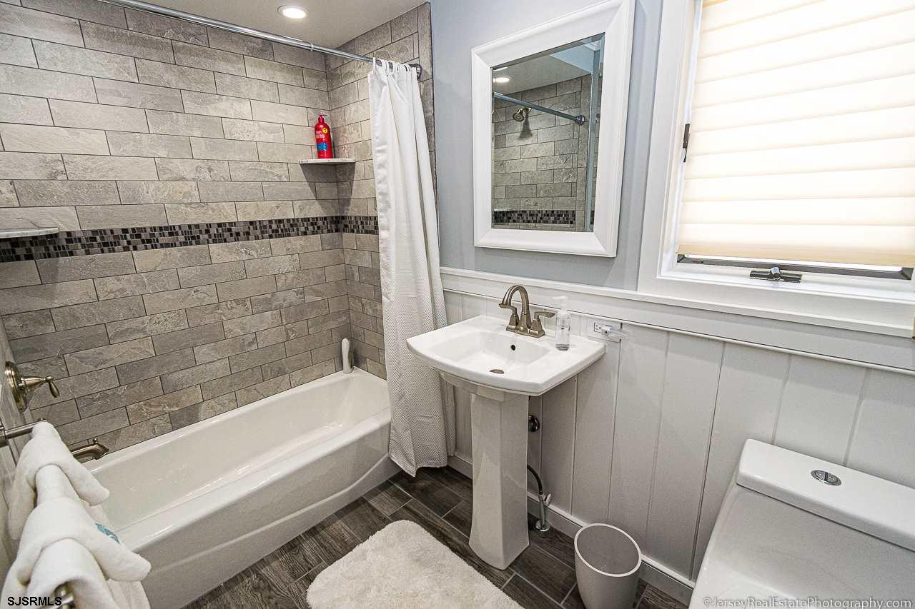 8607 Amherst Avenue - Picture 13
