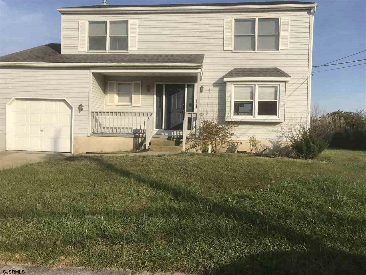 Great opportunity to own this adorable single house that backs up to Brigantine  Golf Links.  This h