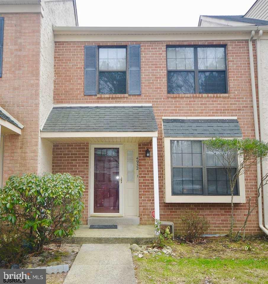2 story townhouse with two really good sized bedrooms one over looking a wooded setting. The home is