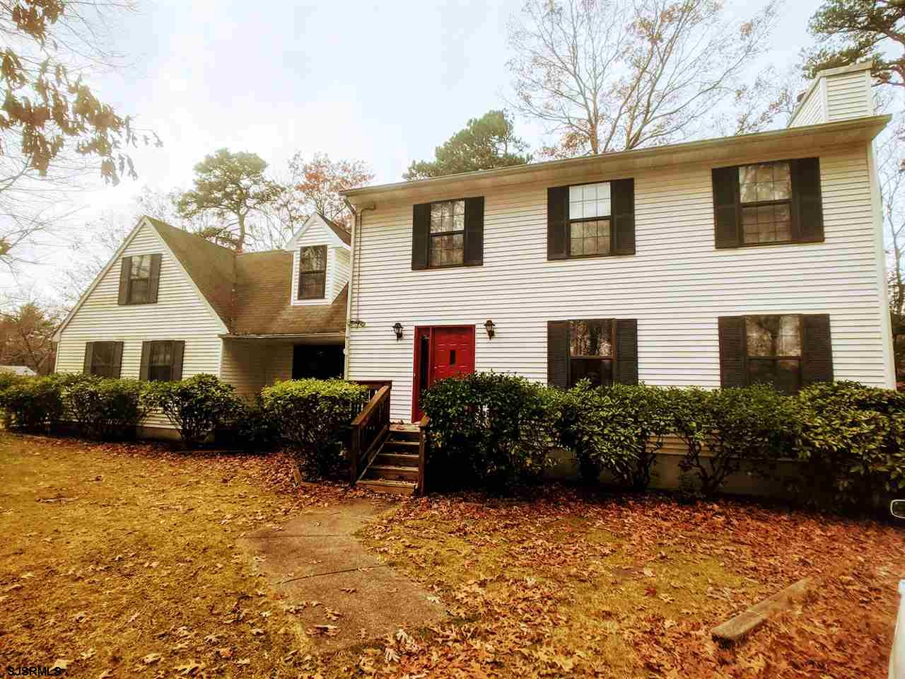 GREAT PROPERTY FOR IN-HOME BUSINESS OR SINGLE FAMILY HOME! This 4 bedroom, 2.5 bath Colonial style h