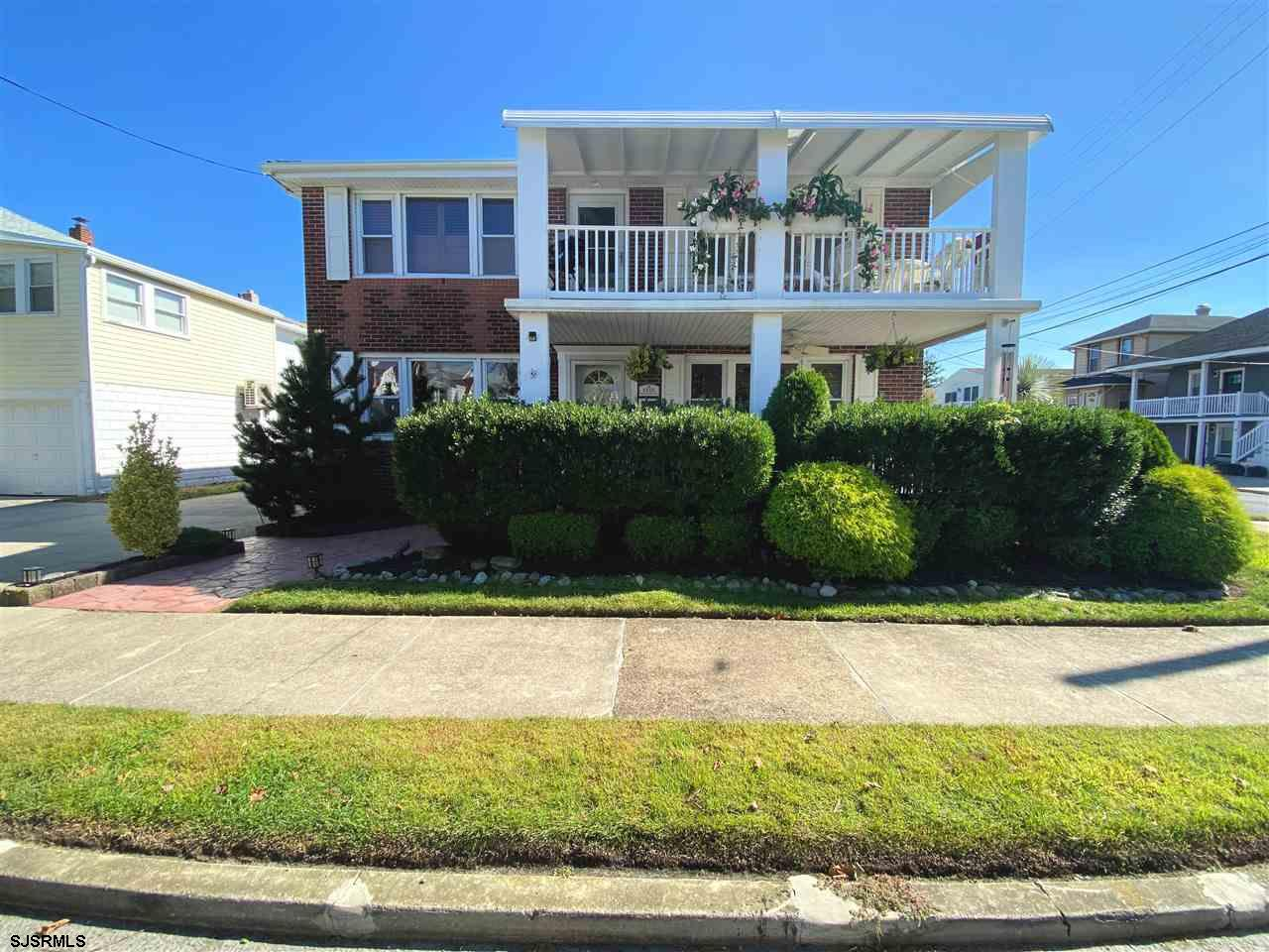 **NEW PRICE!!** FABULOUS FIRST FLOOR 3 BEDROOM, 2 FULL BATH JUST 3 SHORT BLOCKS TO THE BEACH & BOARD