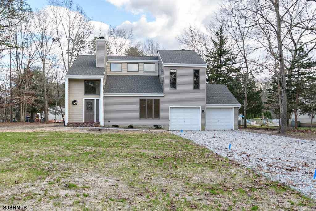 550 New York Ave! This 3 bedroom 2.5 bath two story home is new, new, new!  New roof, new vinyl sidi