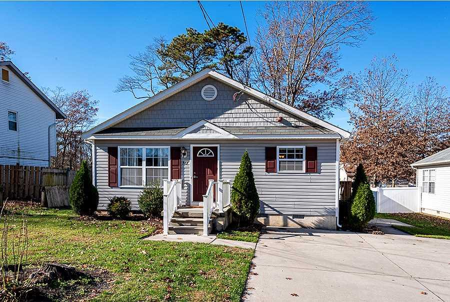 Appealing rancher located on Vine Street! As you enter in the home, you are greeted with the living