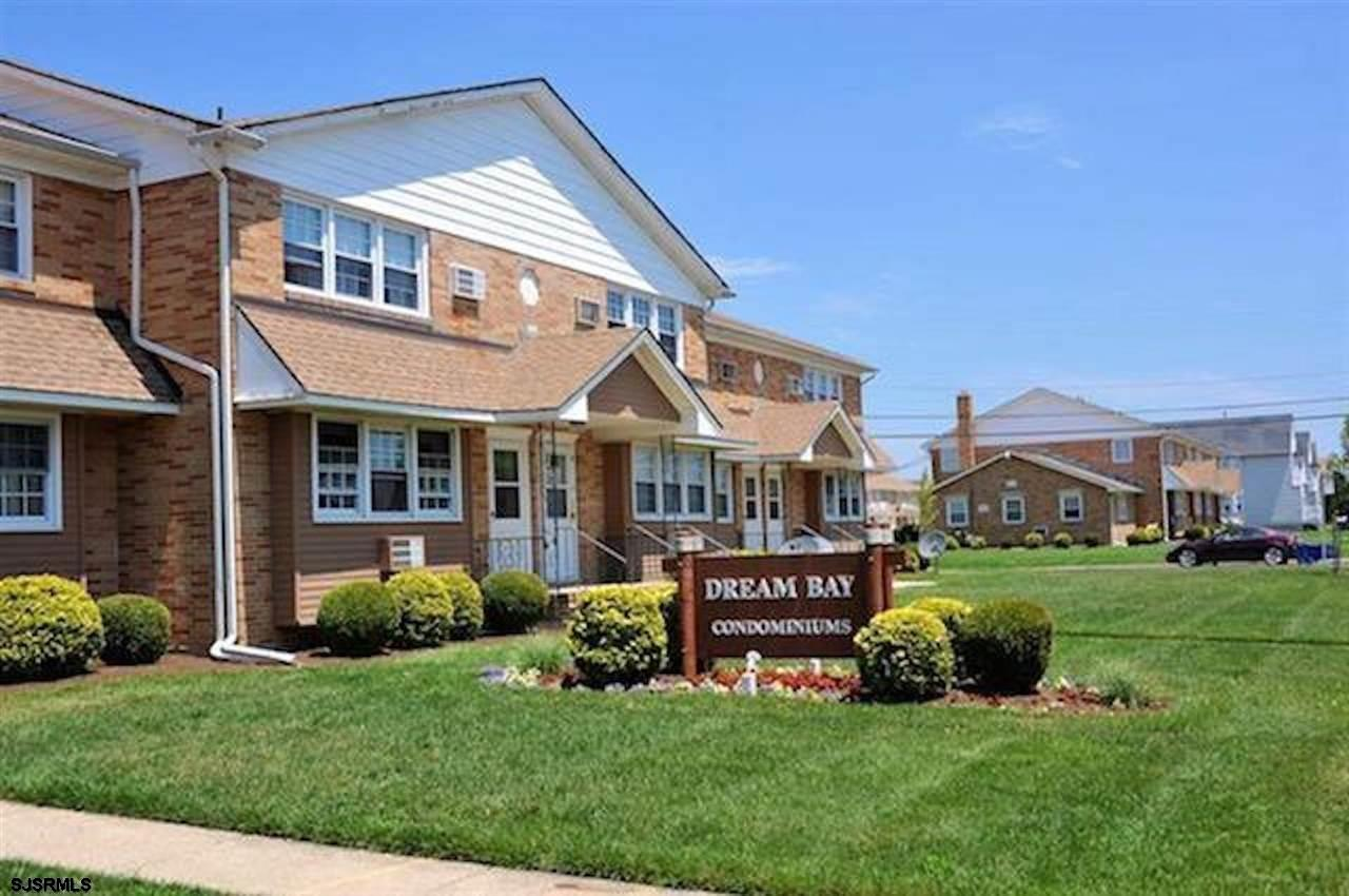 Beautiful 2br, 1ba condo ready to go!!! This property has been refreshed with new kitchen, granite c