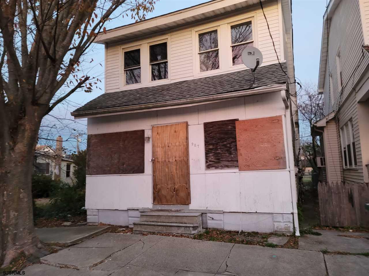 Needs Renovations, Investor Alert, call all contractors.... Cash Offer