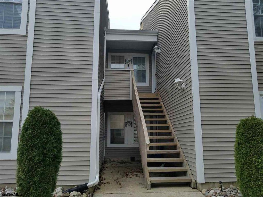 Attn INVESTORS! This charming condo is perfectly located in the heart of Smithville, just up the roa