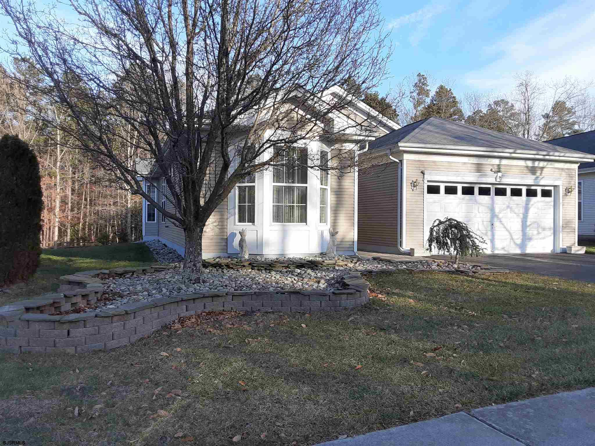 51 DERBY Dr - Picture 1