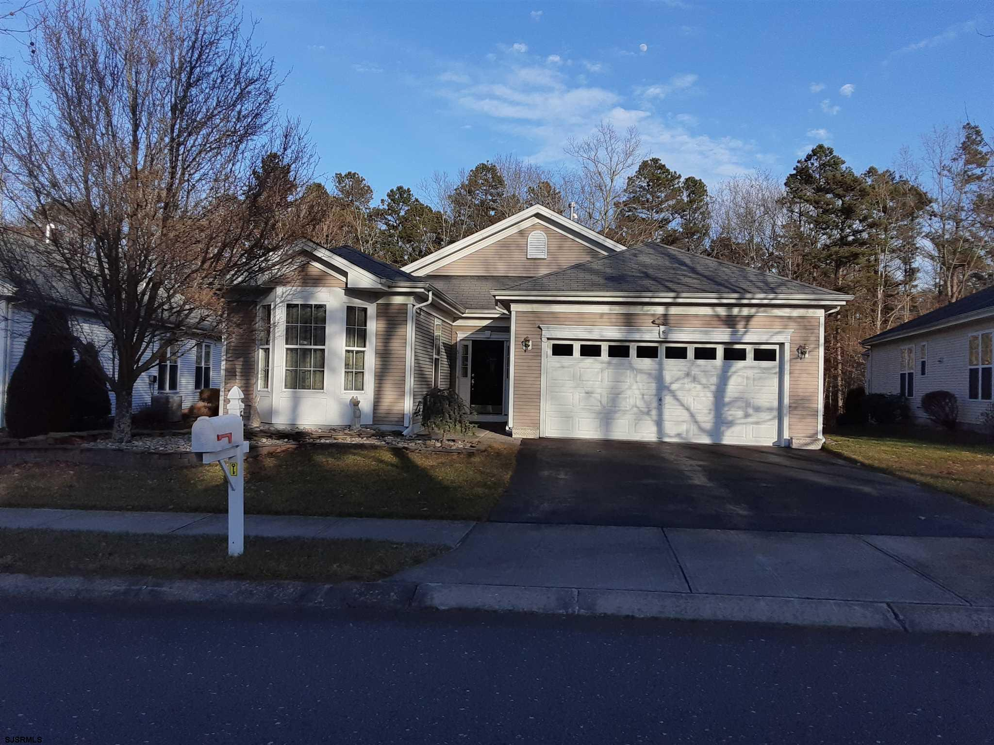 51 DERBY Dr - Picture 2
