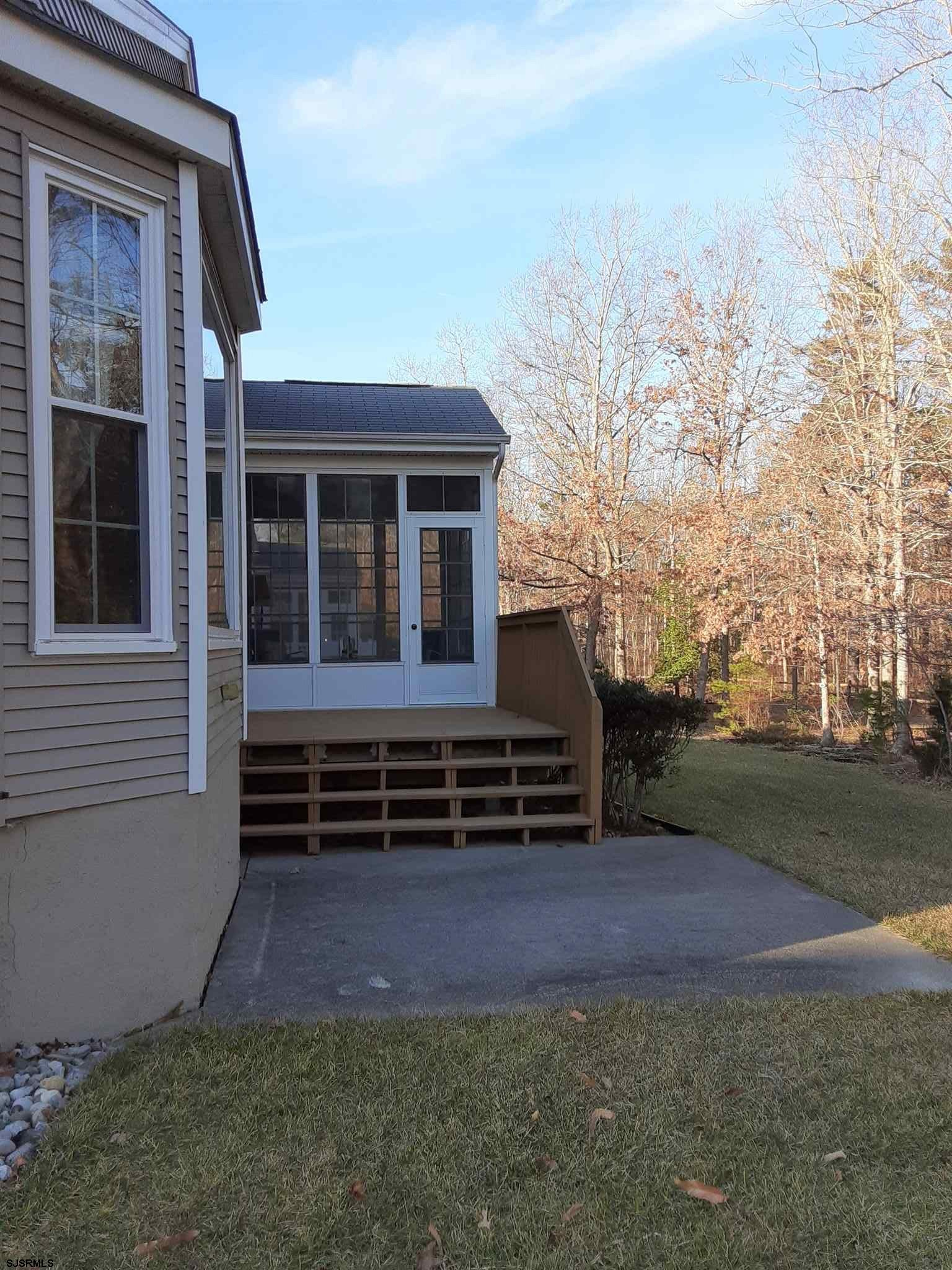 51 DERBY Dr - Picture 4