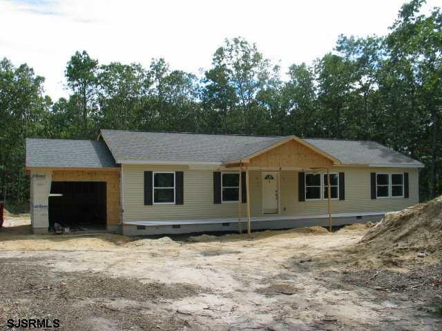 NEW CONSTRUCTION!  SPACIOUS RANCHER IN SUPER LOCATION! A GREAT OPEN FLOORPLAN - 3BR AND 2 BA SPRAWLI