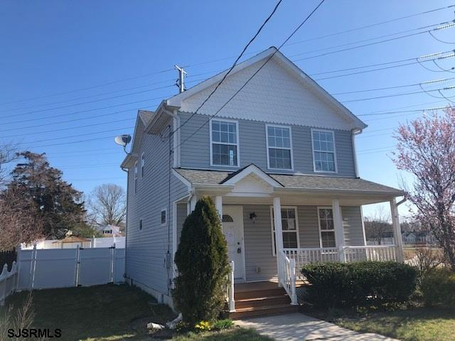 Charming 3 Bedroom home located on the East side of Main St. This home features a large living room