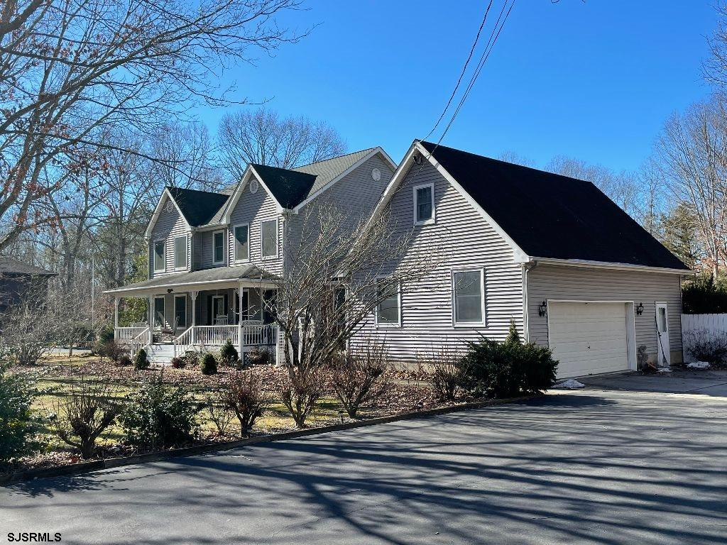 YOUR SEARCH IS OVER...! DISCOVER THIS 4 BR 3 BATH 2 STORY BEAUTY. LARGE LIVING ROOM W/GAS FIREPLACE.