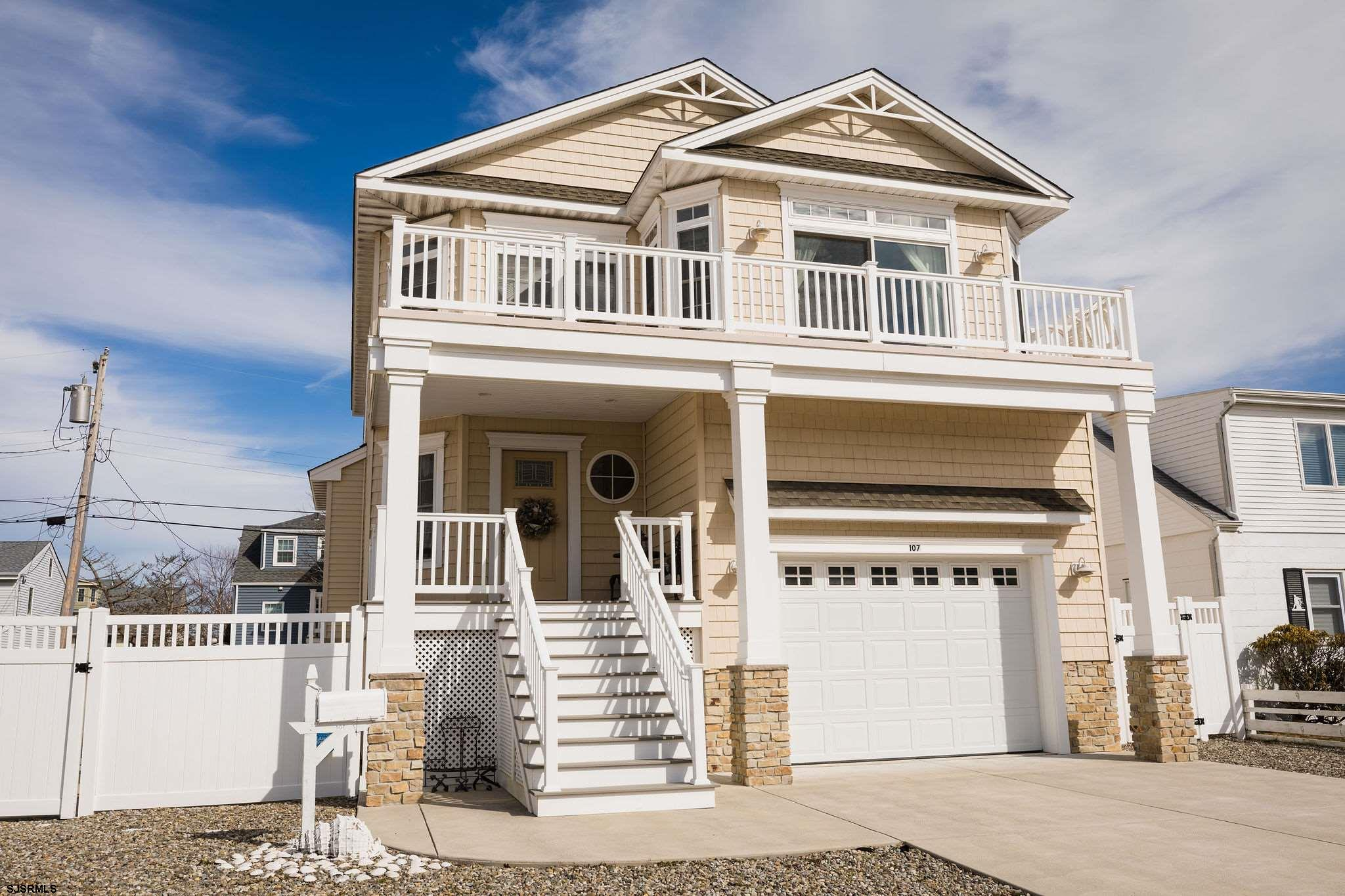 Gorgeous Newer Construction:  This 5 bedroom, 3 full bath - beauty showcase: cathedral ceiling in th