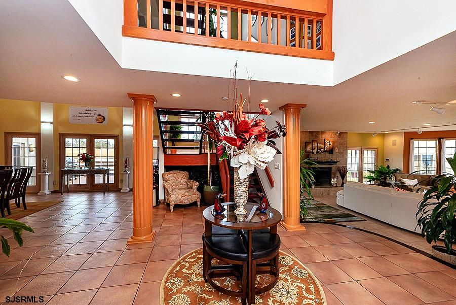 116 Country Club Dr
