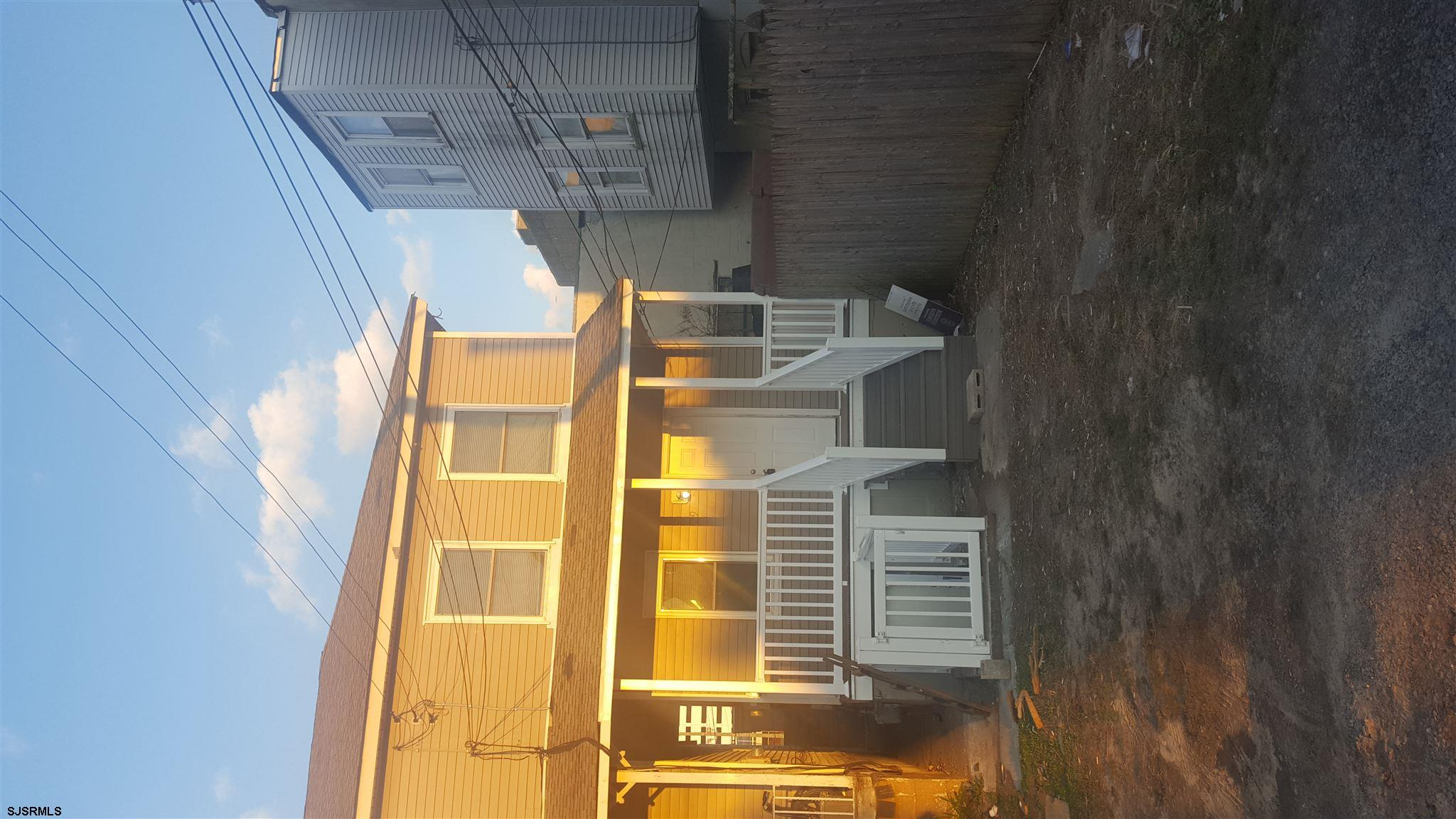 Completely Remodeled 2 bed 1.5 bath just over a block from the beach. The basement was previously us