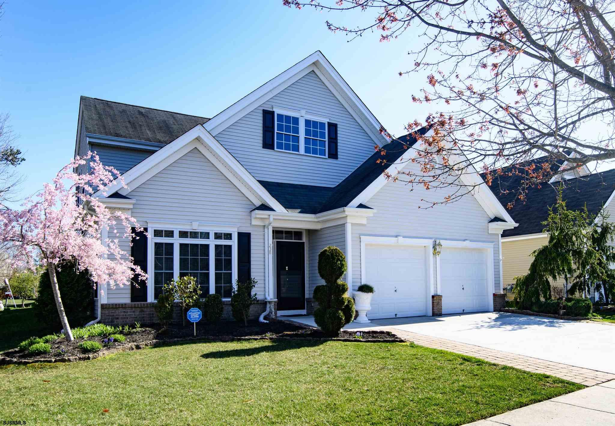Village Grande at English Mills is one of the premiere adult communities in EHT. It is tasteful & be