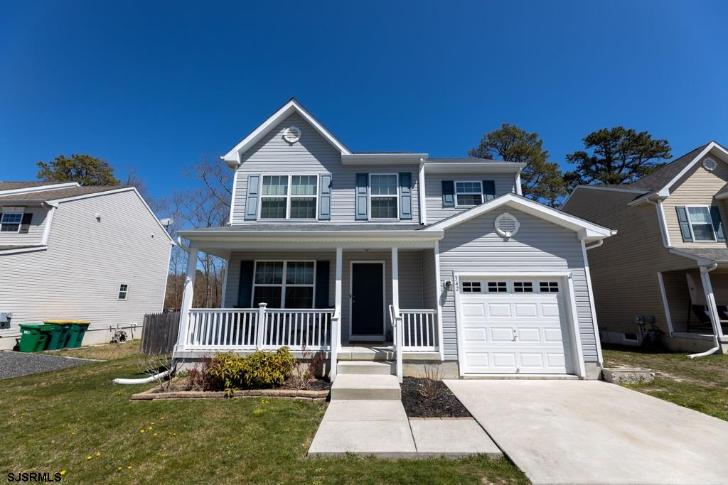 New Listing!! Come check out this beautifully maintained 3 bed 2 and half bath 2 story house in Gall