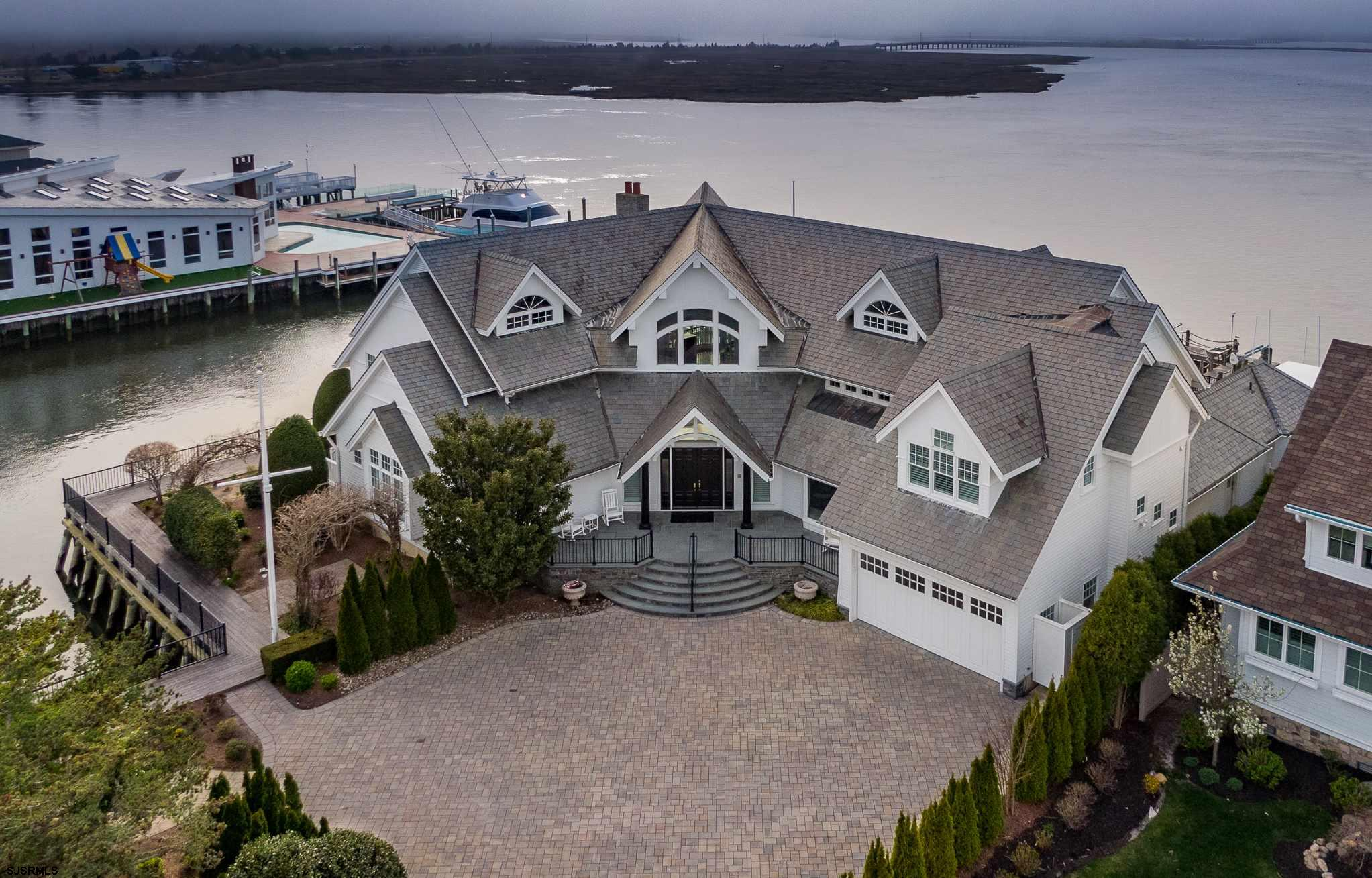 ONE OF A KIND OPEN BAYFRONT compound located on the corner of Margate's finest cul-de-sac. Panoramic