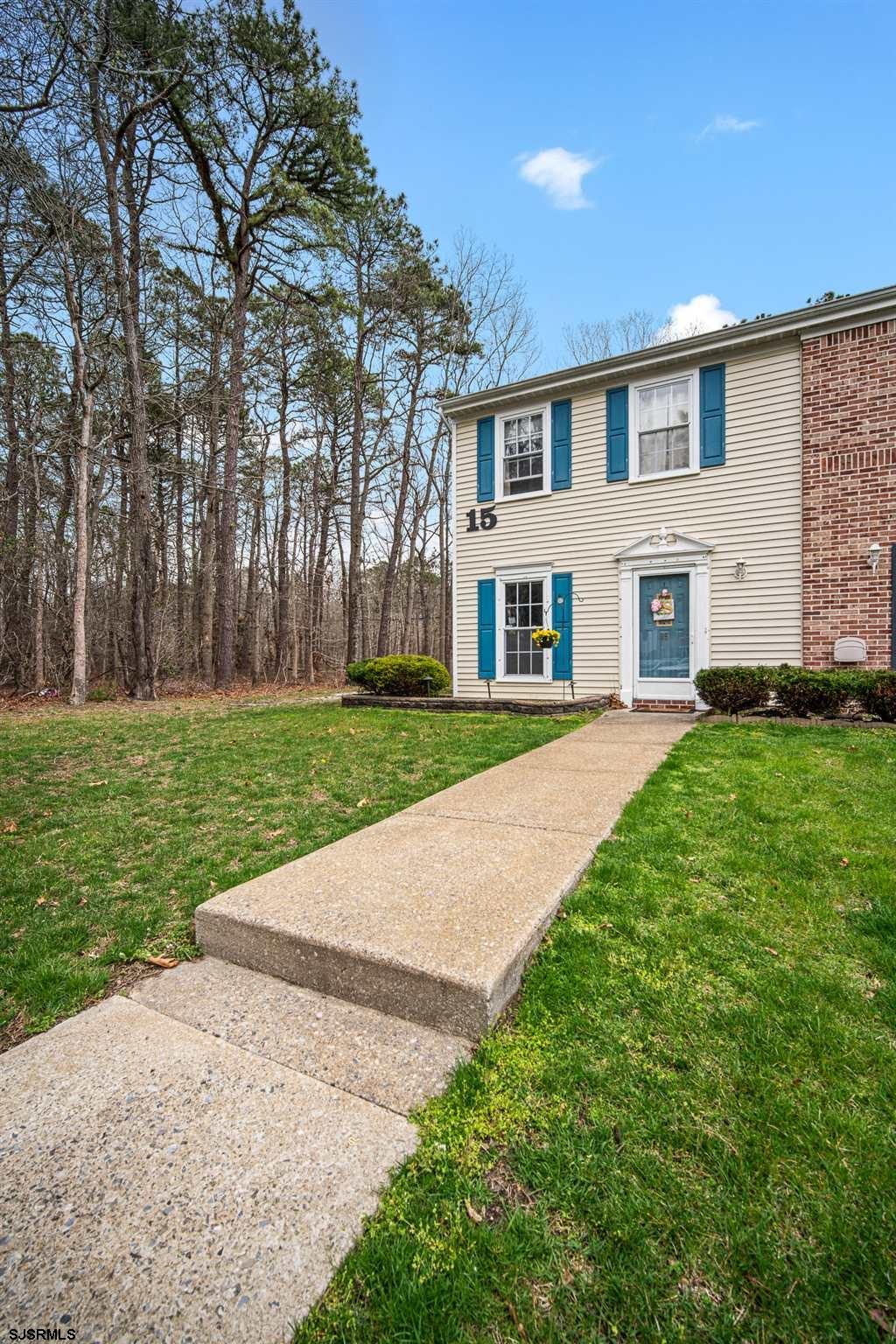 ***GALLOWAY NEW LISTING ALERT***2 BED 2.5 BATH END UNIT TOWNHOME***UPDATED KITCHEN, HVAC***3 PANEL S