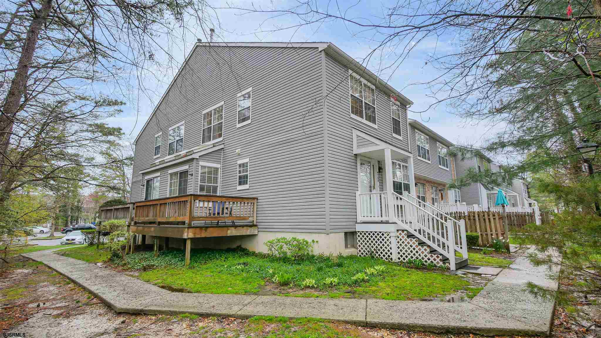 WILL NOT LAST! FABULOUS 2BD/1.5BTH END UNIT TOWNHOME WITH NEWER HVAC AND HARDWOOD FLOORS.  DECK AND