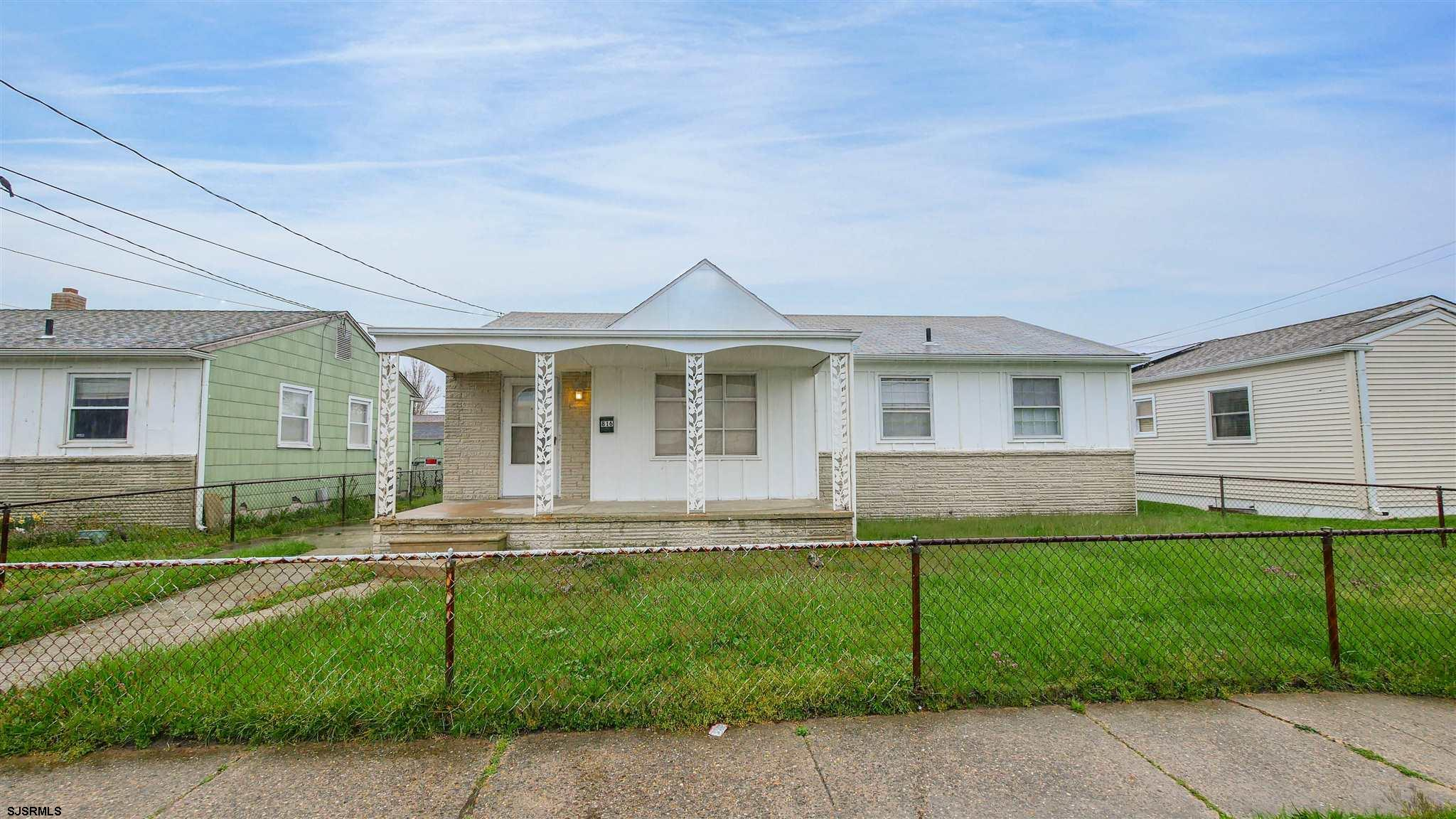 NICE AND EASY RANCH ...LARGE LIVING ROOM, WITH 3 NICE SIZE BEDROOMS  This rancher  has real hardwood