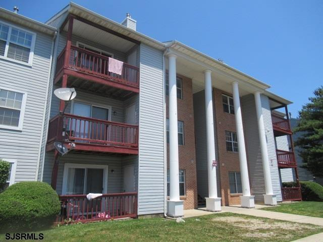 FIRST FLOOR UNIT * TENANT OCCUPIED X SAME LONG TERM TENANT (APPROX. 25 YEARS) WANTS TO STAY * SELLIN