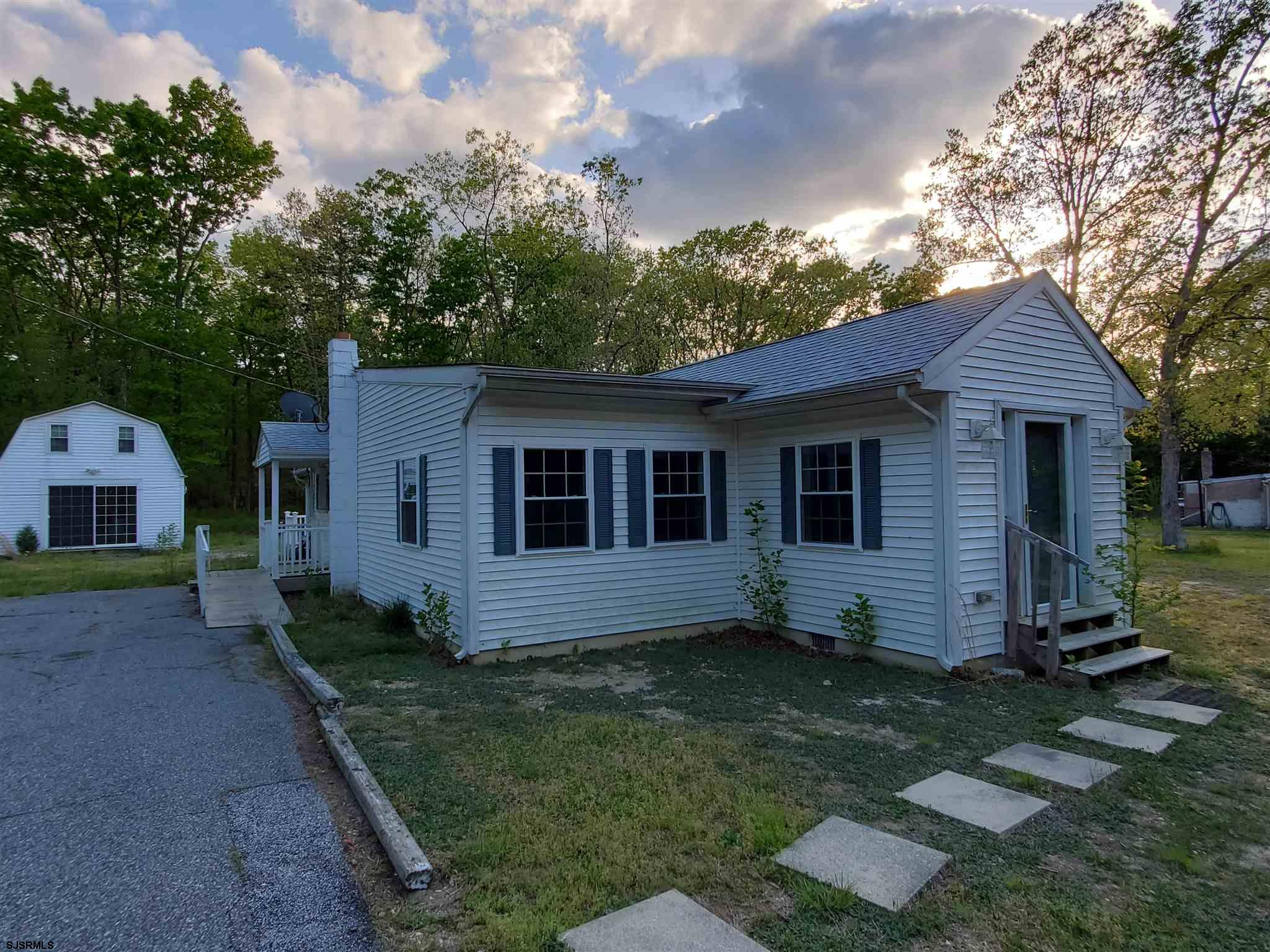 Located among pristine forests but still centrally located to the Black Horse Pike, Hammonton, Vinel