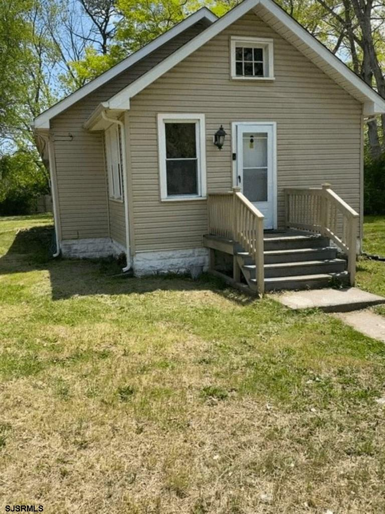 Great starter home    Less than condo    Lot is 100x150 New Roof  AS IS