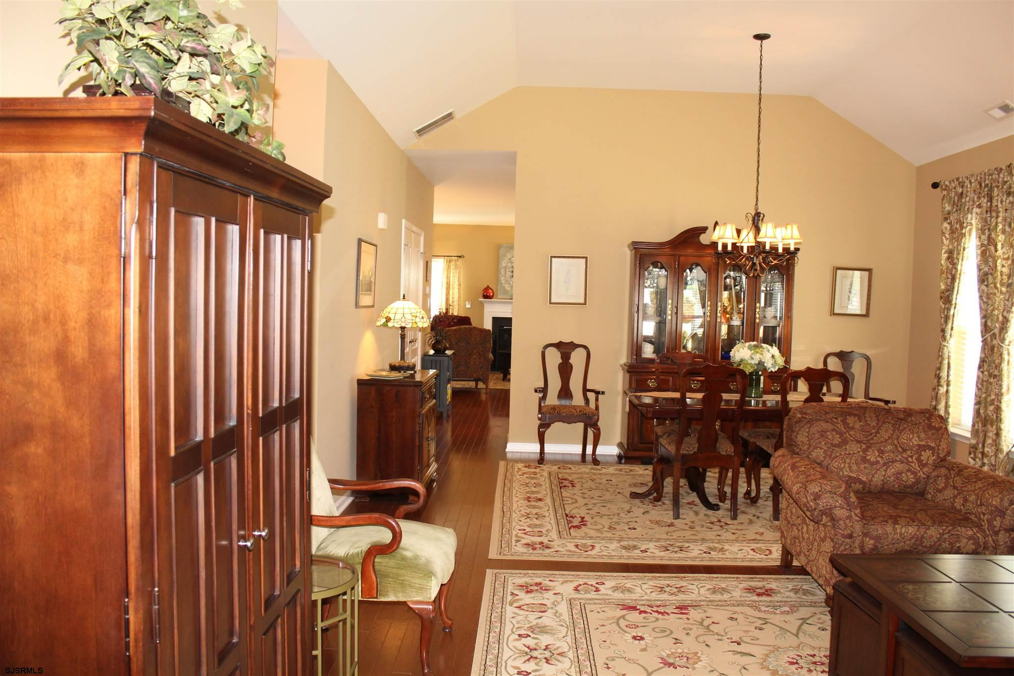 107 BLUEBELL Dr - Picture 2
