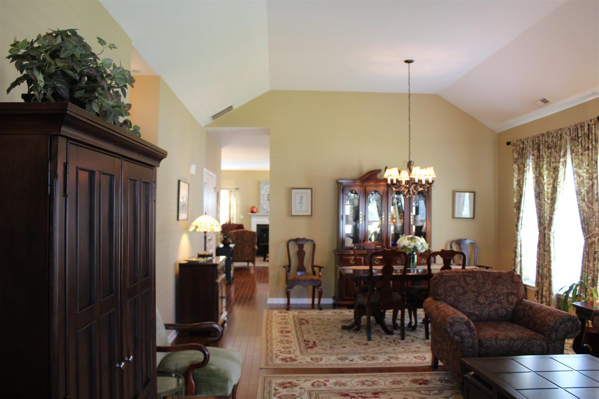 107 BLUEBELL Dr - Picture 3