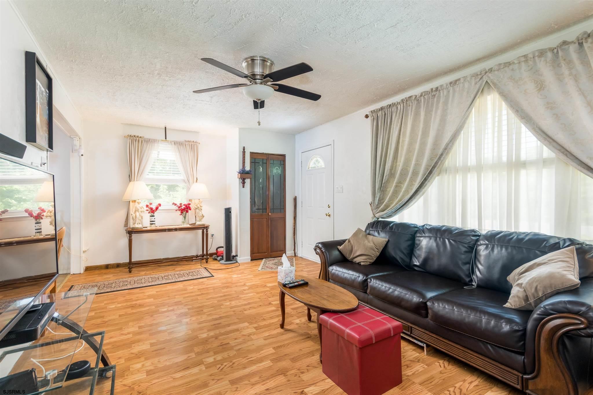 307 Edwards Avenue - Picture 3