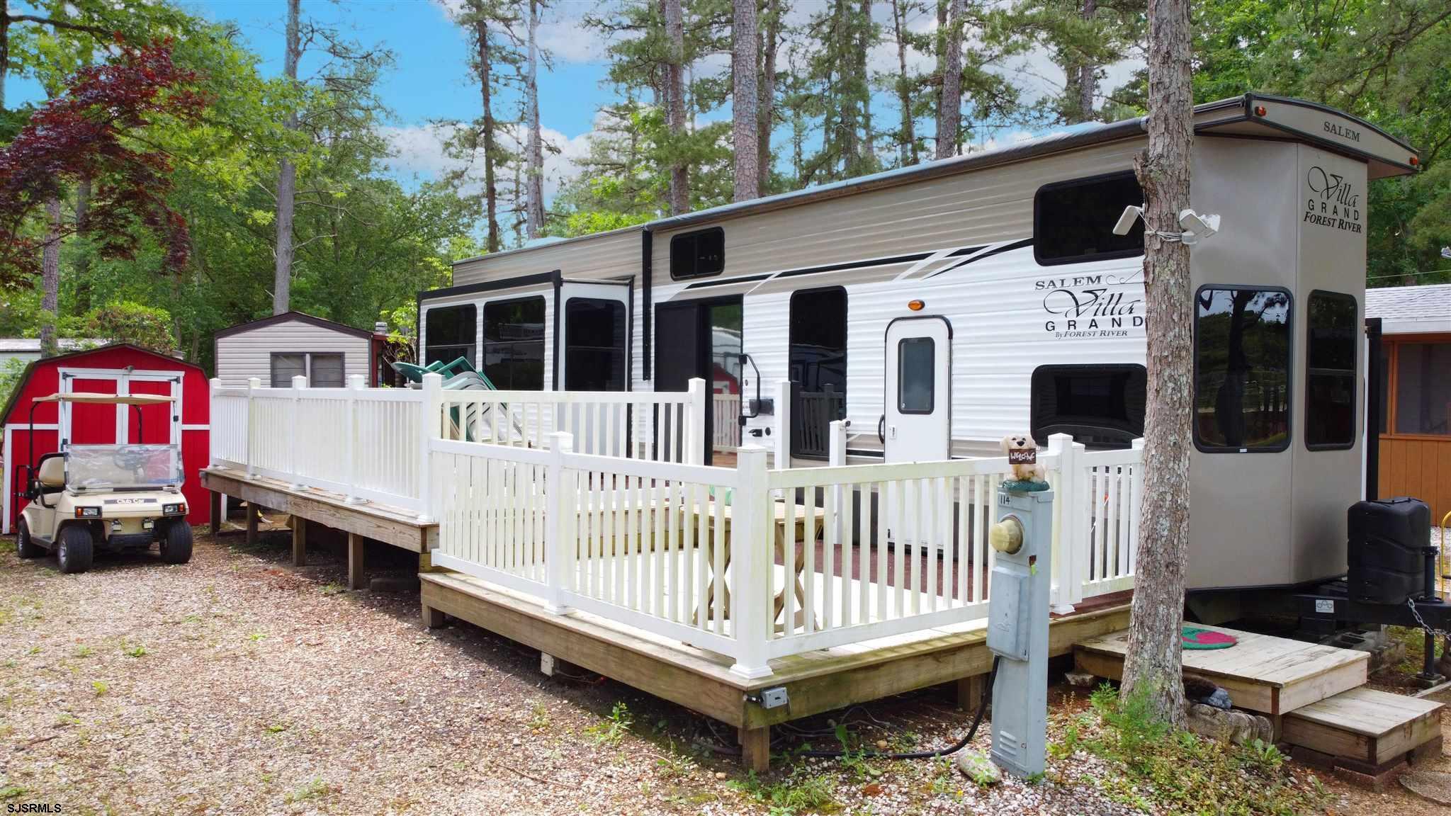 LAKE FRONT!! 2019 Salem Grand Villa 42' destination trailer. Spacious Master bedroom slides out. Ste