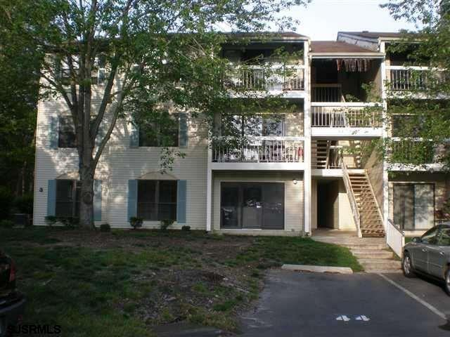 ******WELCOME HOME TO THE WOODS AT GREAT CREEK!******* Super Affordable Condo is perfect for the dow