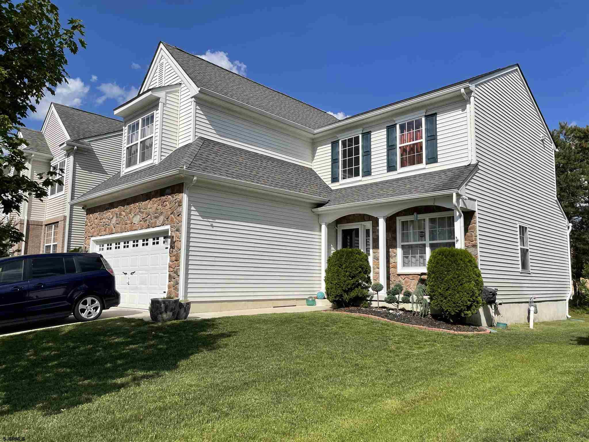 Amazing home!! 4 bedroom 2.5 baths, you must see this one !! full finished basement/family room/livi