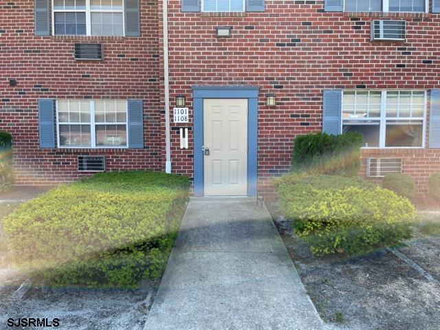 Move right into this 2nd floor 0ne bedroom unit. New appliances    Freshly painted  Subject to tenancy. Presently $950  per month rent.  Shows like a model Showings 9-3