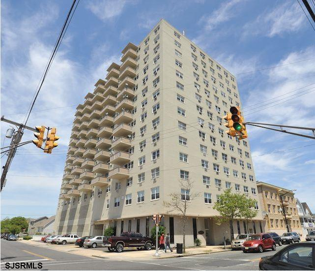 Beautiful ocean views.  Rare unit that has its own washer/dryer.  Clean and well maintained.  Additi